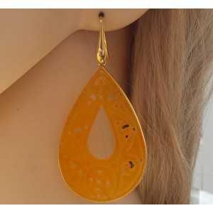 Vergulde oorbellen met grote uitgesneden oranje Jade in omlijsting