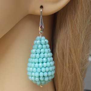 Zilveren oorbellen met grote druppel van licht blauwe Kristallen