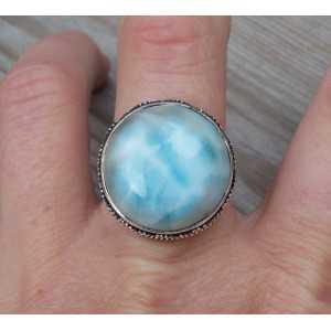 Zilveren ring ronde Larimar gezet in bewerkte setting 18.5 mm