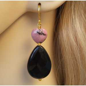Vergulde oorbellen met zwarte Onyx en hart van Rhodoniet