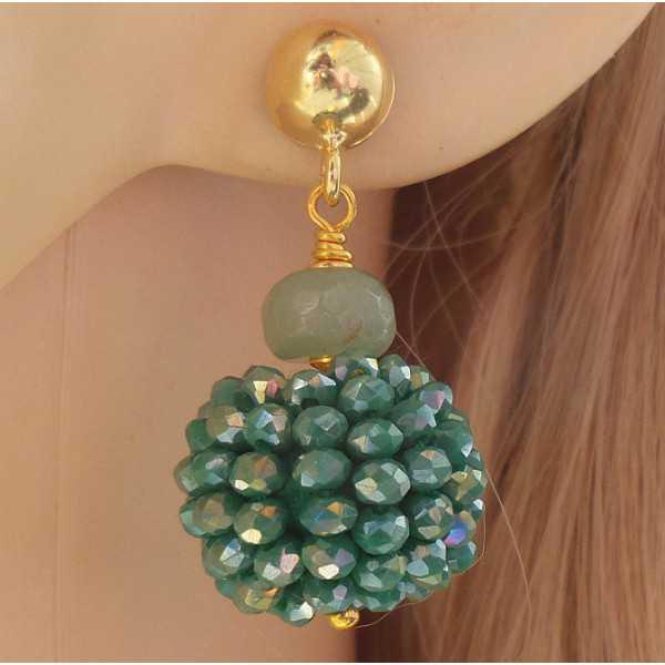 Vergulde oorbellen bol van metallic groene kristallen en Amazoniet