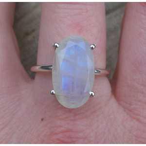 Zilveren ring gezet met ovale facet Maansteen 19 mm