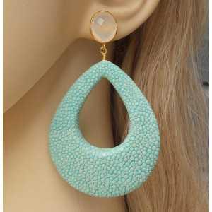 Vergulde oorbellen duppel van Turkoois blauwe Roggenleer en wit Chalcedoon