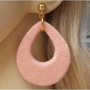 Vergulde oorbellen met druppel van licht roze Roggenleer