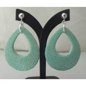 Zilveren oorbellen met druppel van Turkoois blauwe Roggenleer