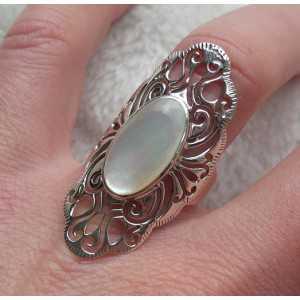 Zilveren ring met Parelmoer in open bewerkte setting 18 mm