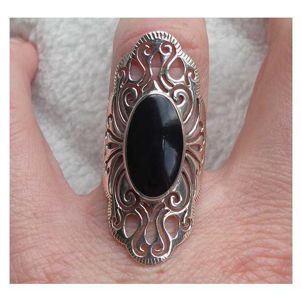 Zilveren ring met ovale Onyx open bewerkte kop 16.5 mm