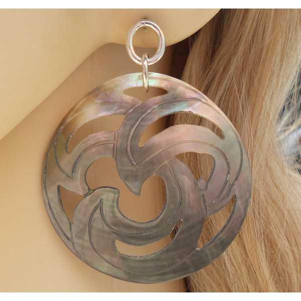 Zilveren oorbellen met grote ronde uitgesneden Blacklip schelp