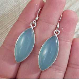 Zilveren oorbellen gezet met marquise aqua Chalcedoon