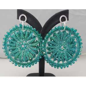 Zilveren oorbellen met groene ronde hanger van zijdedraad en kristallen
