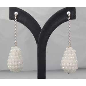 Zilveren lange oorbellen met druppel van witte kristallen