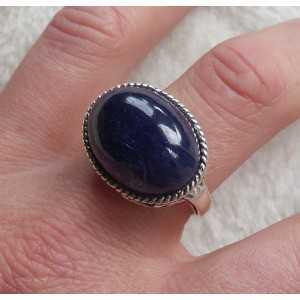 Zilveren ring met dwarsliggende ovale cabochon Saffier 19 mm