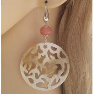 Zilveren oorbellen met ronde Buffelhoorn en Cherry quartz