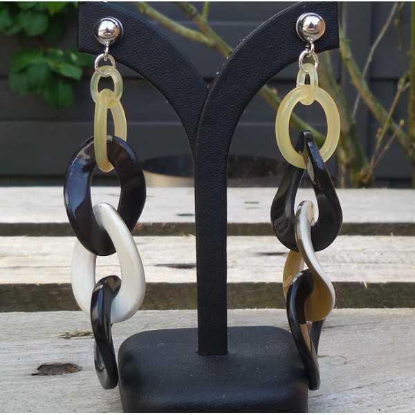 Zilveren oorbellen met schakels van Buffelhoorn