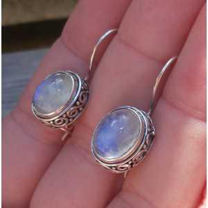 Zilveren oorbellen ovale regenboog Maansteen bewerkte setting
