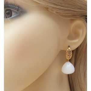 Vergulde oorbellen met grote witte Onyx druppel