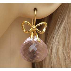 Vergulde oorbellen gezet met grote roze Topaas onion briolet