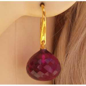 Vergulde oorbellen gezet met grote roze Toermalijn quartz onion