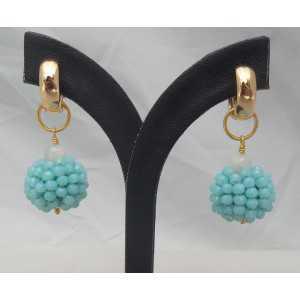 Gold-Kreolen mit einem Globus von blue crystal und Mondstein