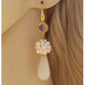 Vergulde oorbellen bol van Pareltjes, witte Jade en Kristal