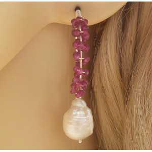 Zilveren oorbellen met Rhodoliet Granaat en Keshi Parel