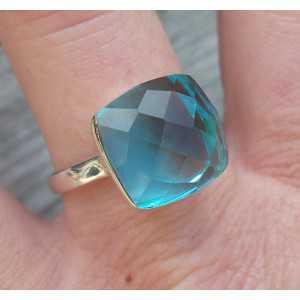 Zilveren ring gezet met blauw Topaas