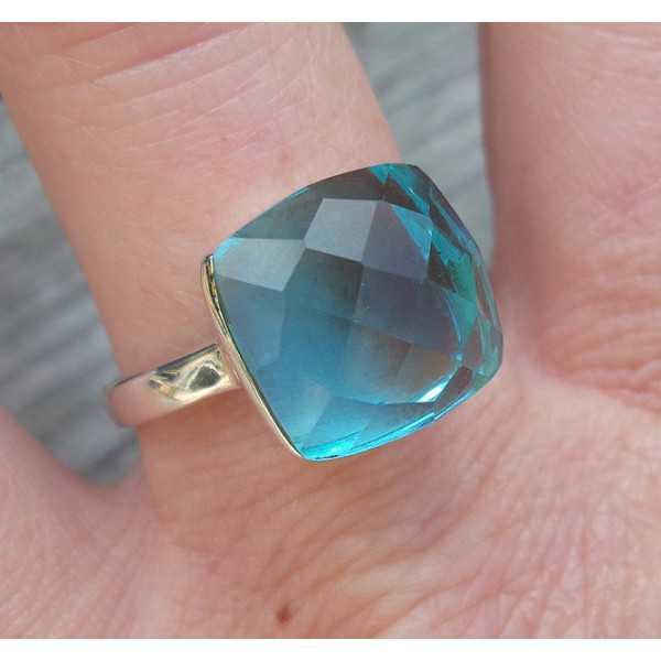 Silber ring mit blauen Topas