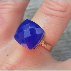 Rosé vergoldeter ring mit blauen Chalcedon