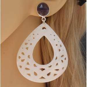 Zilveren oorbellen met facet Amethist en uitgesneden schelp