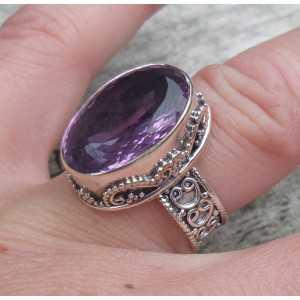Zilveren ring ovale facet Amethist in bewerkte setting 16.5 mm