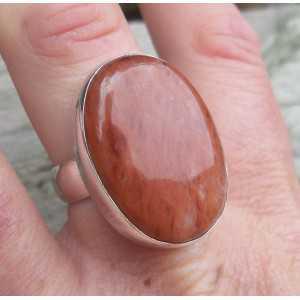 Zilveren ring gezet met Cherry quartz 18 mm
