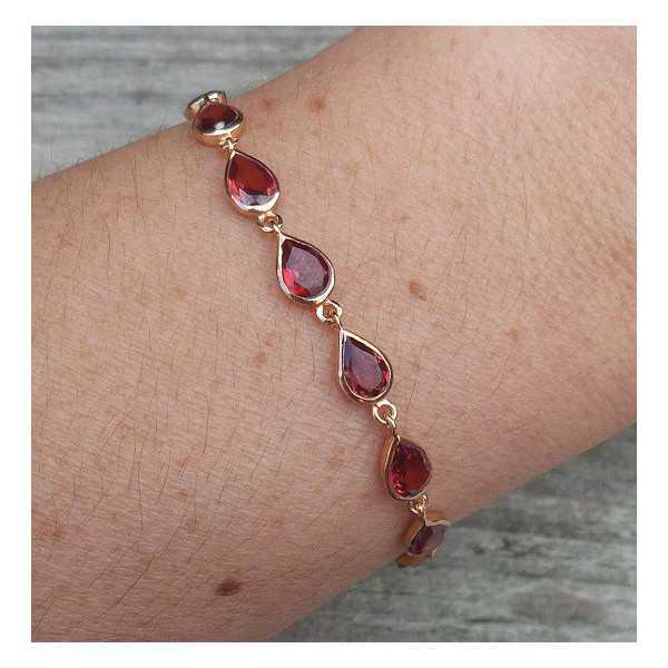 Rosé vergulde armband gezet met Granaat