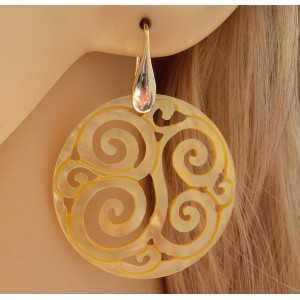 Vergulde oorbellen met uitgesneden ronde Parelmoer