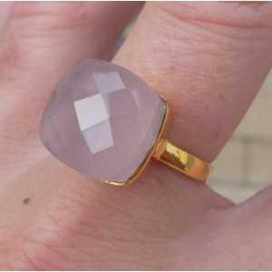 Vergulde ring gezet met vierkantet roze Chalcedooon