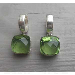 Zilveren creolen gezet met vierkante  groene Amethist