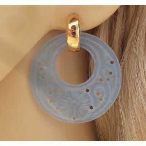 Goud vergulde creolen met ronde licht blauwe Jade hanger
