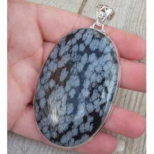Zilveren hanger gezet met grote brede ovale sneeuwvlok Obsidiaan