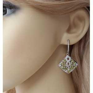 Zilveren oorbellen gezet met Peridot en Zirkonia