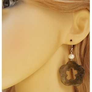 Zilveren oorbellen met bloem van Labradoriet en Parel