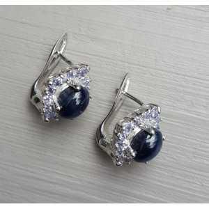 Zilveren oorbellen gezet met ster Saffier en Tanzaniet