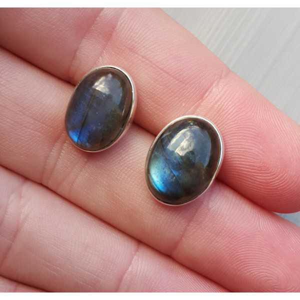 Silver oorknoppen with oval cabochon Labradorite