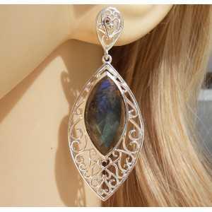 Zilveren oorbellen gezet met marquise facet Labradoriet