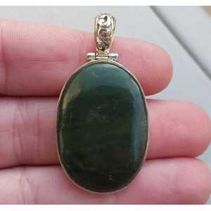 Zilveren hanger gezet met ovale Jade