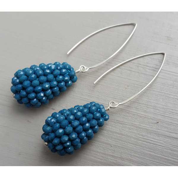 Zilveren oorbellen met druppel van jeans blauwe kristallen