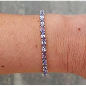 Zilveren armband gezet met facet geslepen Tanzaniet