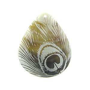 Hanger set met druppelvormige schelp en gouden Pauwenveer