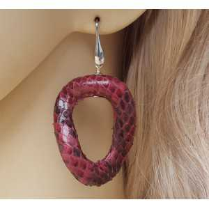Silver earrings with wavy burgundy red snakeskin pendant