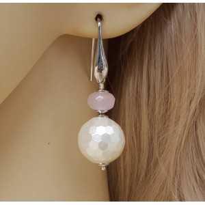 Zilveren oorbellen met bol van Parelmoer en Rozenkwarts rondel