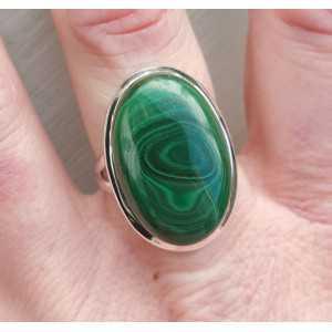 Zilveren ring gezet met ovale Malachiet maat 18 mm