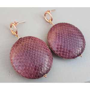 Earrings with round pendant in aubergine purple Snakeskin